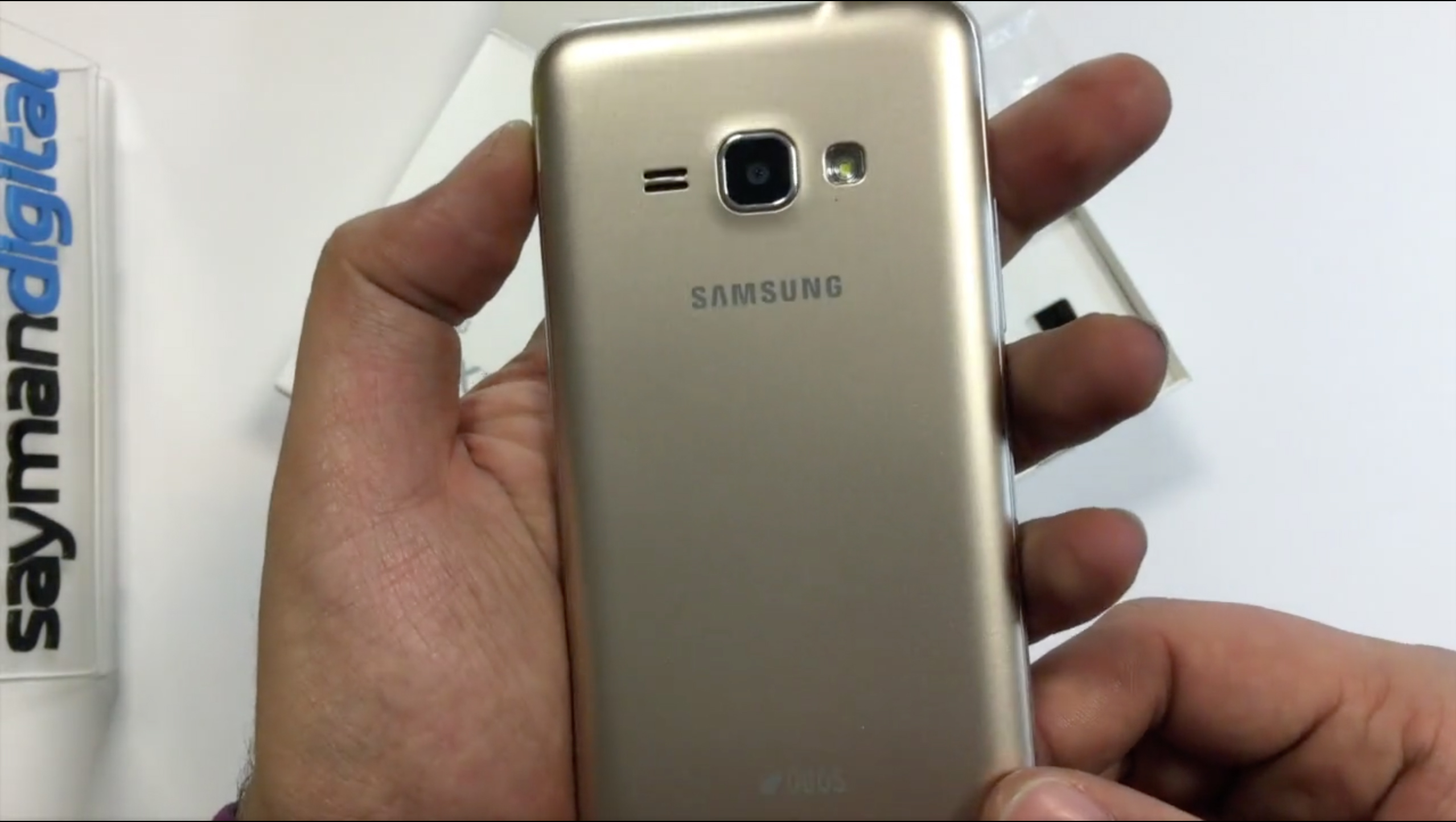 ویدیو آنباکس Samsung Galaxy J1 2016