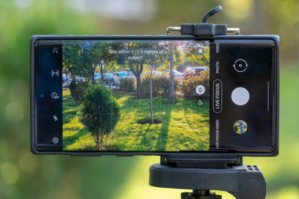 کمکردن نور تصویر در تصویربرداری از سوژهها در محیط باز