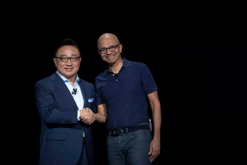 مدیرعامل سامسونگ و مایکروسافت ددر یک قاب