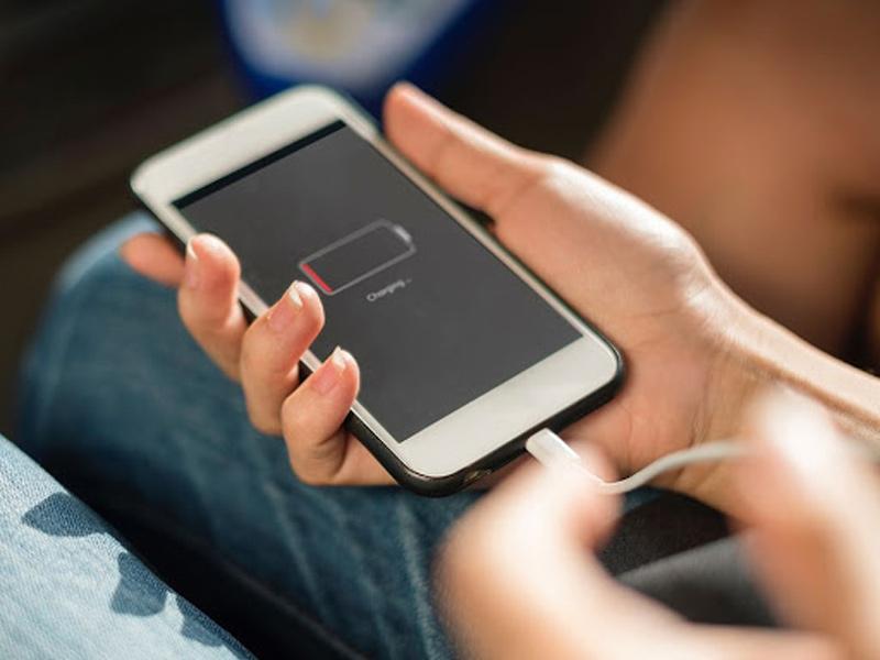 مضرات استفاده از گوشی همراه هنگام شارژ