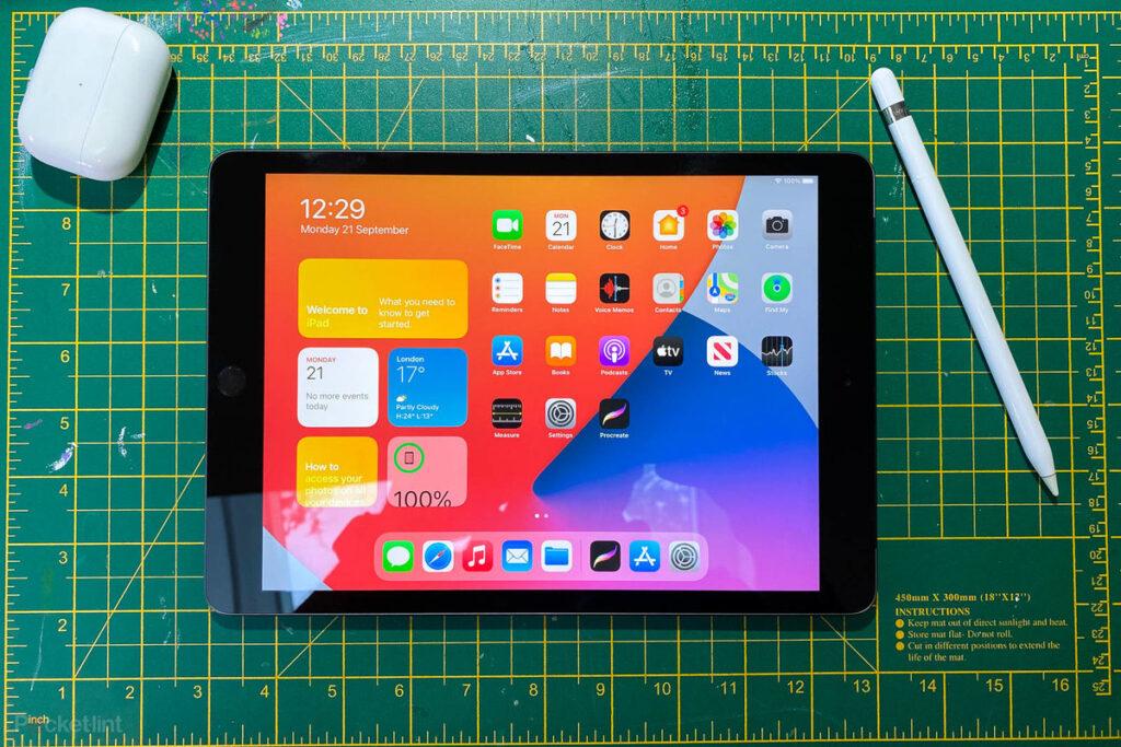 نمایشگر آیپد ۱۰.۲ اینچی 2020 و روشنایی آن در محیط باز