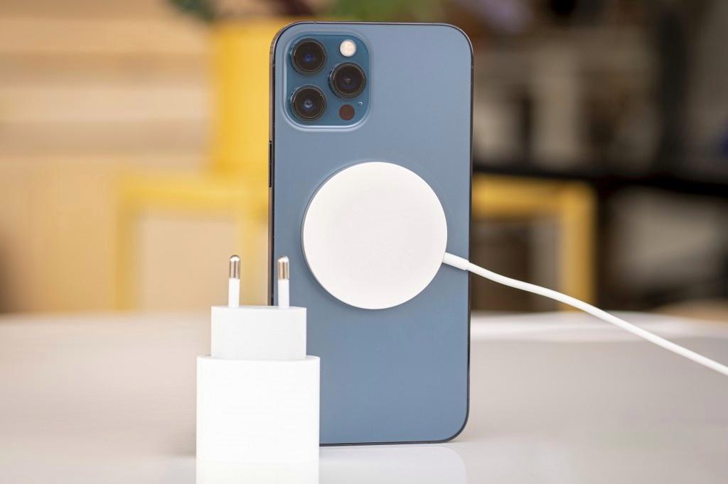 آیفون ۱۲ پرو مکس در مطلب بهترین گوشی های ۲۰۲۰ از نظر باتری