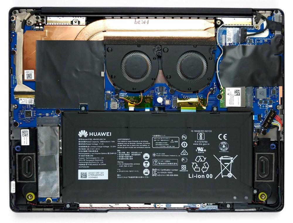 اجزاء داخلی این لپ تاپ و باتری آن