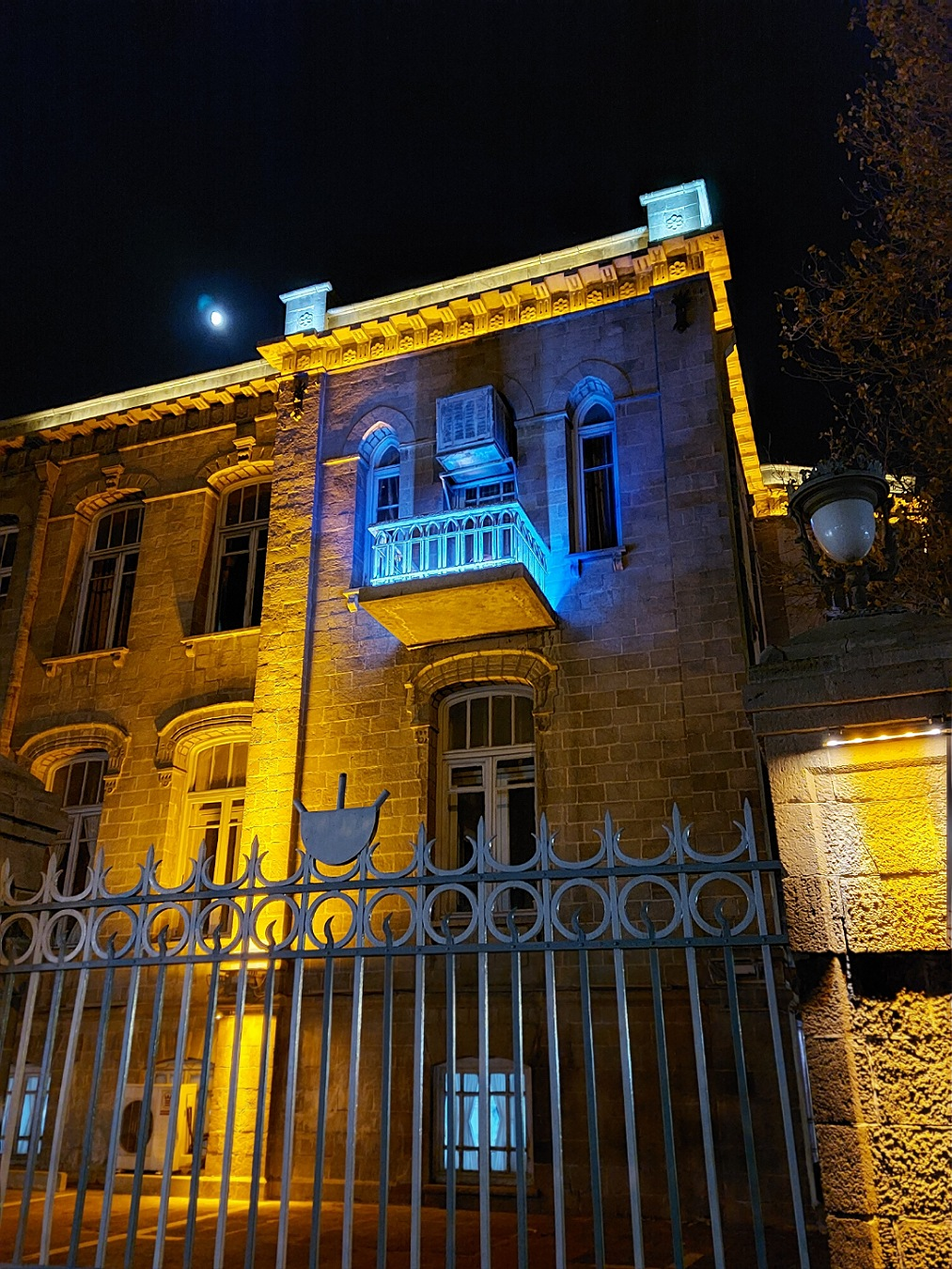 دوربین اصلی گلکسی A71 در شب با نایت مود روشن