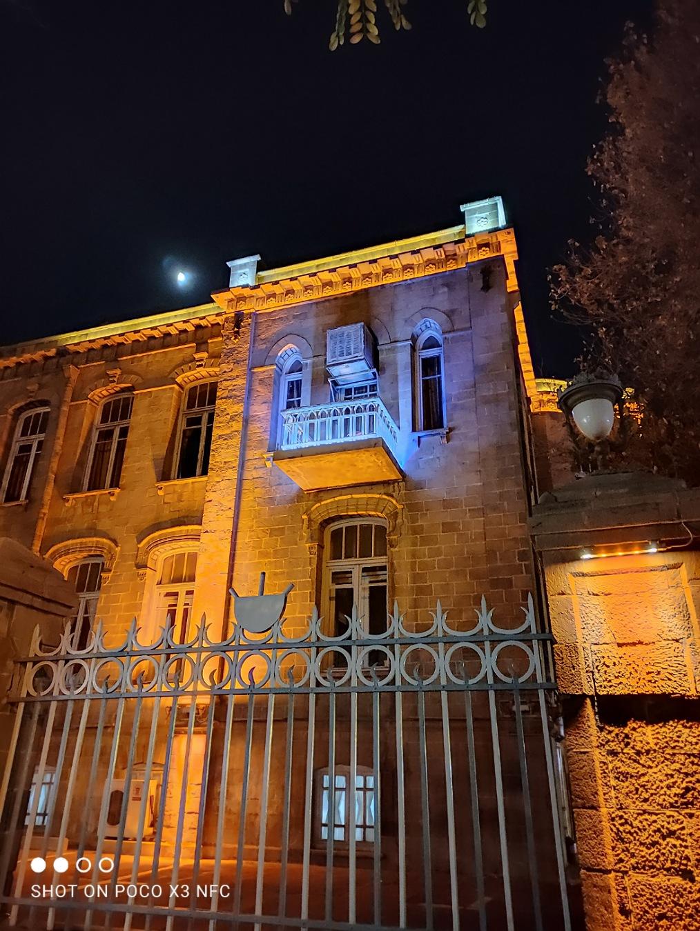 دوربین اصلی پوکو ایکس ۳ در شب با نایت مود روشن