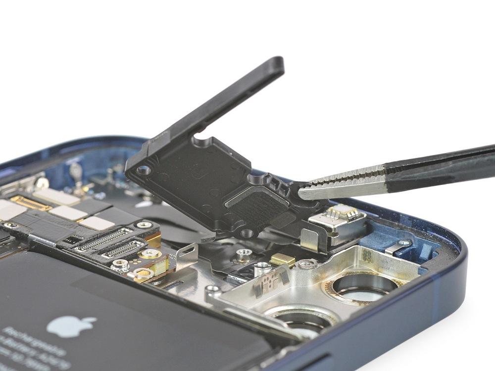 آیفون ۱۲ پرو در امتیاز تعمیرپذیری گوشی های مختلف