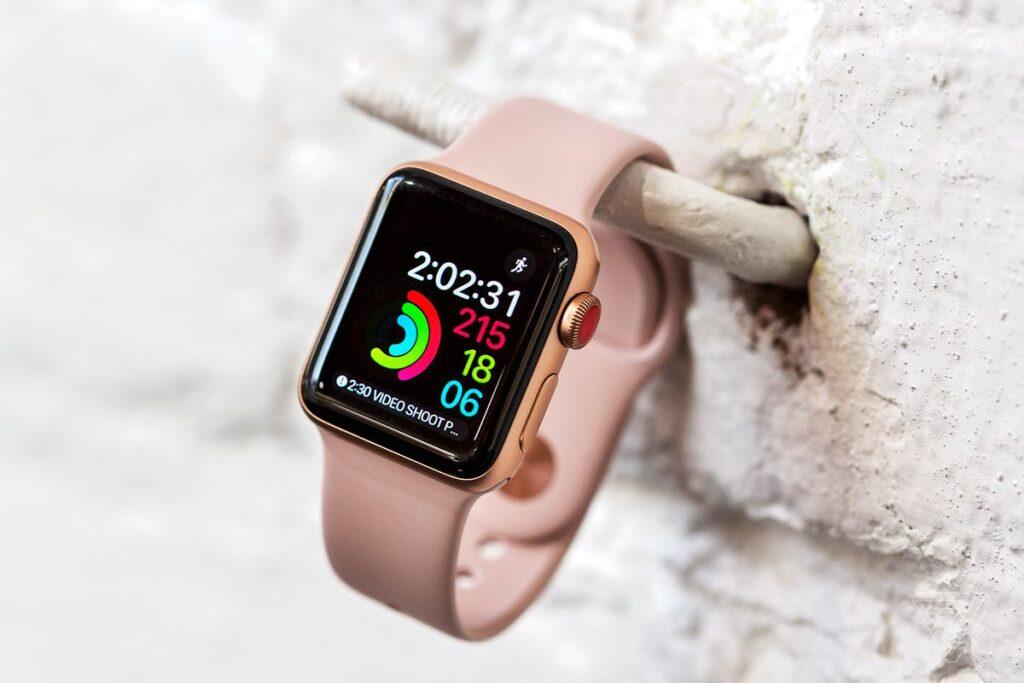 اپل واچ سری ۳ در مطلب بهترین ساعت های هوشمند ۲۰۲۰