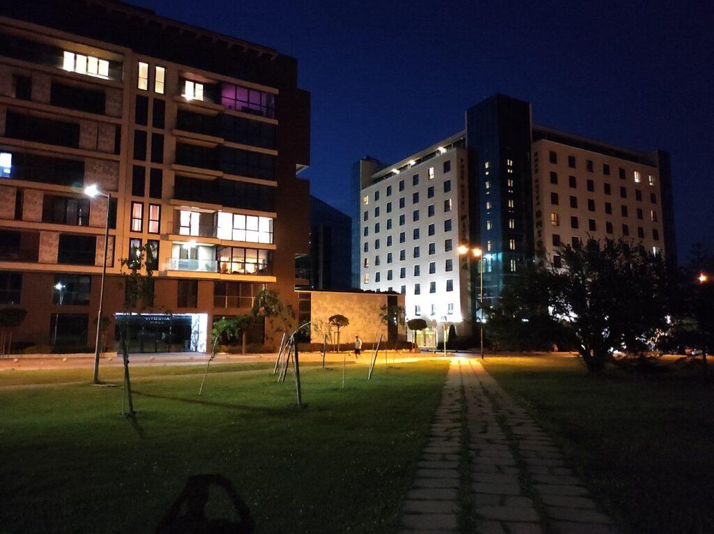 دوربین اصلی در شب با نایت مود خاموش