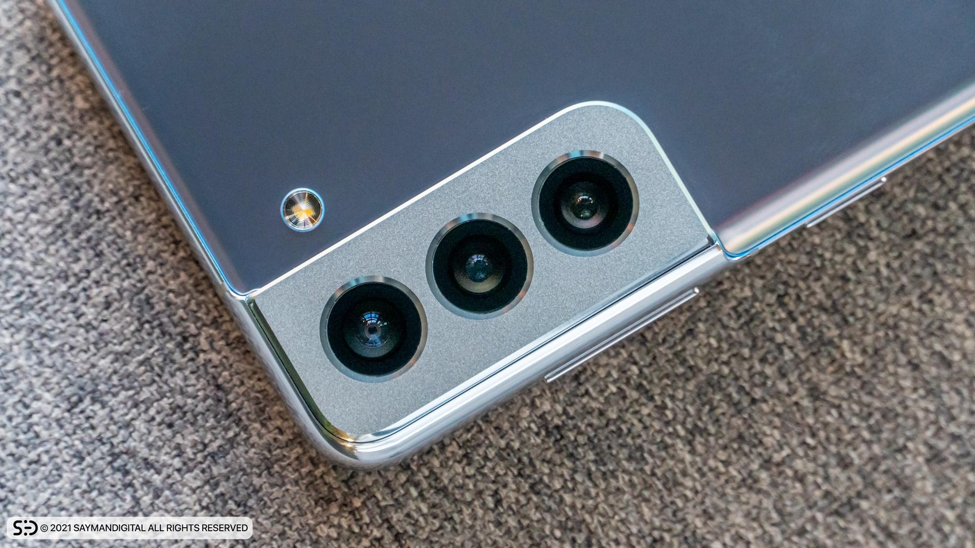طراحی جدید فریم دوربینها در بررسی گلکسی S21 Plus