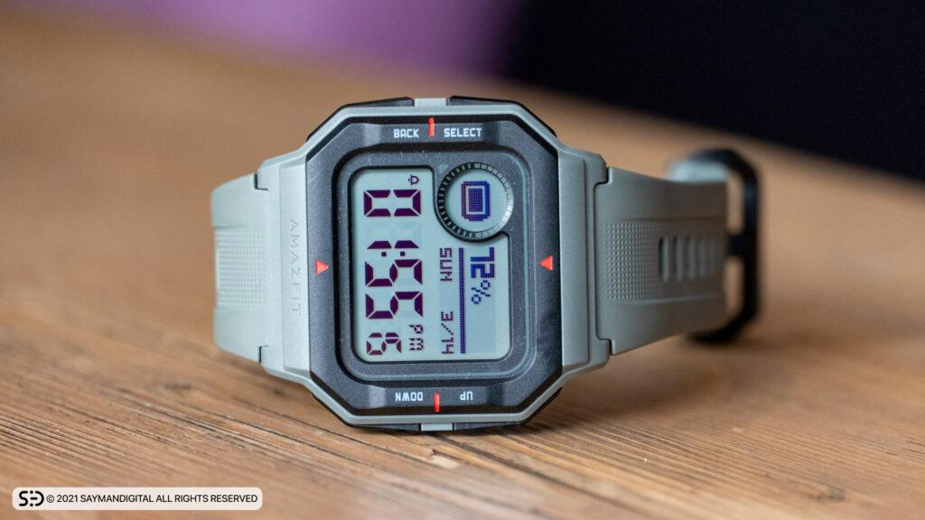 طراحی کلاسیک و صفحه نمایش این ساعت