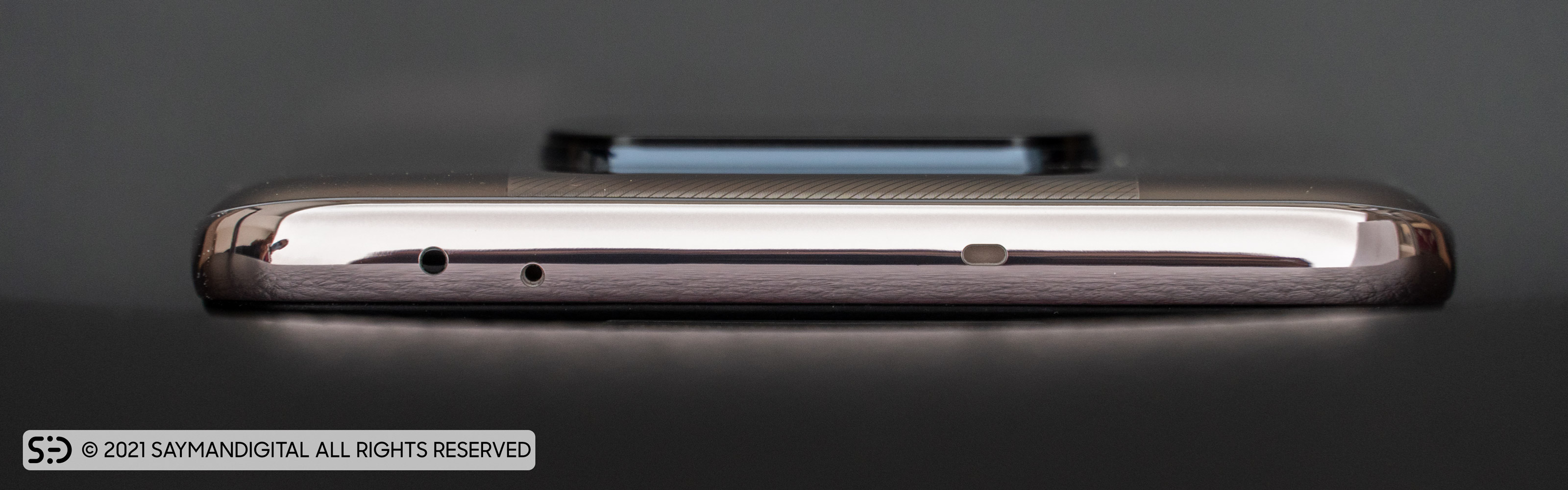 طراحی براق فریم گوشی و لبهی بالایی در مطلب بررسی poco x3 pro
