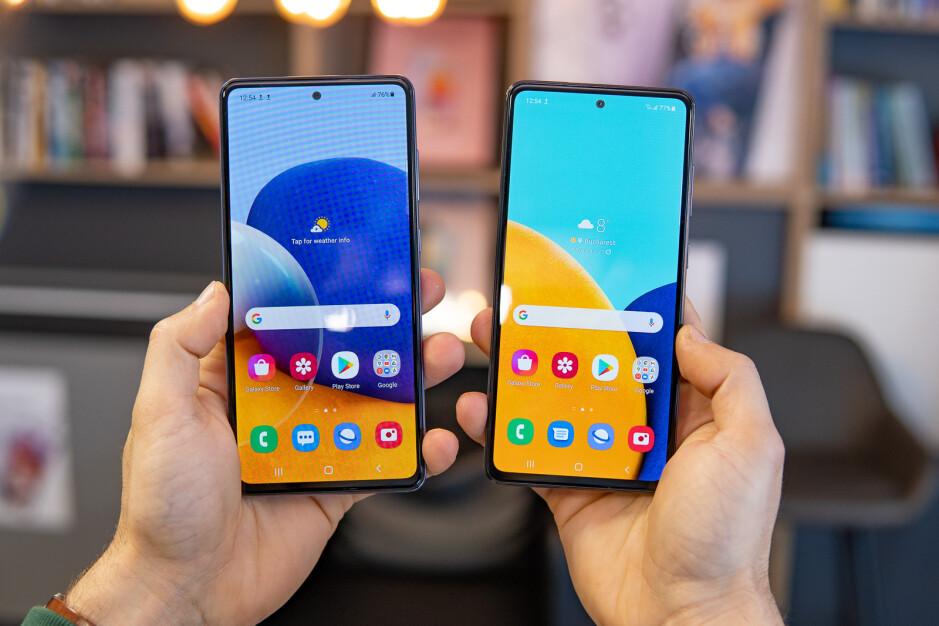 مقایسه نمایشگر دو گوشی در کنار هم