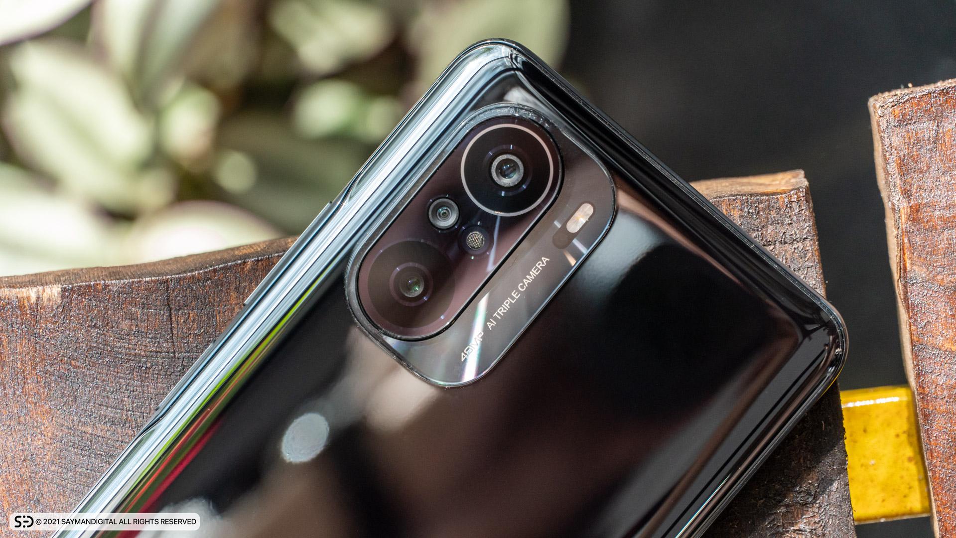 چیدمان لنز دوربینها و طراحی دو تکه فریم دوربینها در مطلب بررسی Poco F3