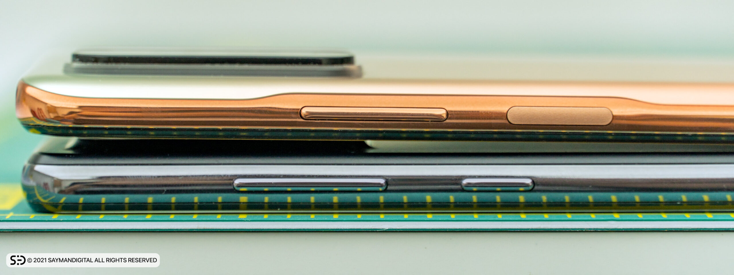 لبهی سمت راست دو گوشی - redmi note 10 pro یا a52