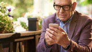 گوشی مناسب سالمندان